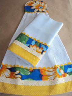 Pano de prato e bate-mão atoalhado em tecido 100% algodão. Barrado em tecido de algodão e chita. Acabamento em bordado inglês e sinhaninha colorida. Bate-mão; 0.32 m x 0.54 m