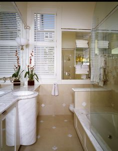 White simple bathroom design #KBHome