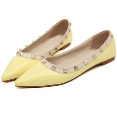 Romwe Yellow With Rivet Point Toe Flats (35 CAD) ❤ liked on Polyvore featuring shoes, flats, sapatos, yellow, pointed toe flats, flat pointed-toe shoes, yellow shoes, yellow flat shoes and flat pumps