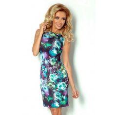 Elegantné úzke šaty s pestrým vzorom.