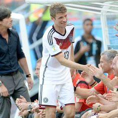 Aos 24, Müller é forte ameaça a recorde de Ronaldo; compare http://esportes.terra.com.br/futebol/copa-2014/aos-24-muller-e-forte-ameaca-a-recorde-de-ronaldo-compare,07812b1d44aa6410VgnVCM3000009af154d0RCRD.html