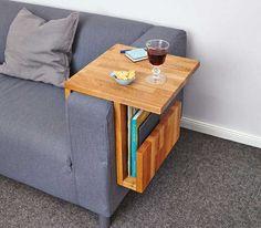 Das Problem kennen viele: Man sitzt gemütlich auf der Couch und die Lieblingssendung beginnt gleich. Vorher noch kurz Getränke und ein paar Knabbereien holen. Aber, wohin damit? Unser Couch-Caddy bietet nicht nur Abstellfläche, sondern auch extra Platz für Zeitschriften, Bücher oder Tablets.