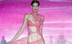 From Madrid with love: 20 best photos of ladies fashion SS 2015 from Mercedes-Benz Fashion Week Madrid (Spain). Must-see! Modelos Fashion, Ladies Fashion, Womens Fashion, Ladies Style, Zine, Mercedes Benz, Madrid, Cool Photos, Spain