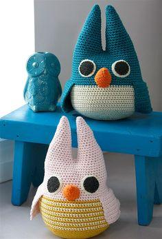 Når kreativiteten ikke kan holdes tilbage, så kan hvad som helst ske – for… Owl Crochet Patterns, Crochet Owls, Crochet Pillow, Love Crochet, Crochet For Kids, Crochet Animals, Diy Crochet, Crochet Baby, Owl Patterns