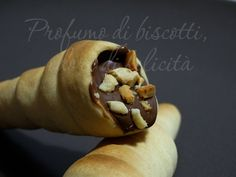 Cannoncini al cioccolato finti Hot Dog Buns, Hot Dogs, Cream Horns, Cannoli, Bread, Sweet, Food, Future Tense, Candy