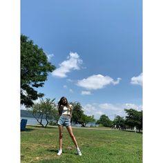 아이즈원 장원영 사진/움짤(16) Jang Wooyoung, Fandom, The Wiz, Yuri, Girl Group, New York, Kpop, Instagram, Twitter