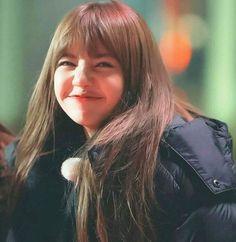 I wish you all a wonderful Friday 💕 lisa lisamanoban blackpink kpop blackpinkinyourarea Jennie Lisa, Blackpink Lisa, Lisa Chan, Yg Entertainment, Kpop Girl Groups, Kpop Girls, Super Junior, Rapper, Lisa Blackpink Wallpaper
