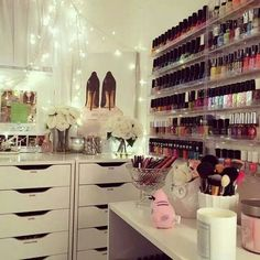 Just some beauty room/vanity inspo for you guys! Plus, I sort of am obsessed with looking at pictures like these too!