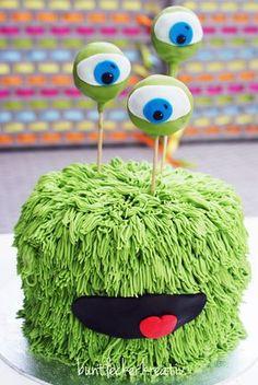 Monster Torte aus Meringue Buttercreme ...Monster cake buttercream