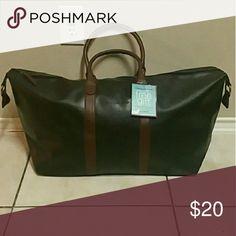e3c3f75ab699 Tommy Bahama Duffle Bag. Weekender bag 27L x 13.5H x 7W. Material us