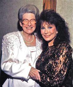 Loretta Lynn and Minnie Pearl