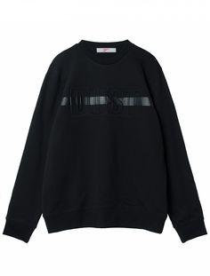 볼드한 레터링 디테일이 독특한 라운드 스웨트 셔츠. 세련된 디자인으로 활용도 높은 아이템. Fashion Graphic, Fashion Details, Menswear, Textiles, Mens Fashion, Fabric Textures, Sweatshirts, Casual, Sports