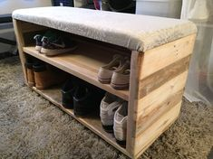 Small Pallet Shoe Rack Designs You Can Make Small Wood Projects, Diy Pallet Projects, Pallet Ideas, Pallet Furniture, Furniture Projects, Home Furniture, Furniture Design, Small Pallet, Diy Rangement