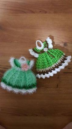 1. 구성: 앙피스2017업글버젼 (과정샷안에 부분도안첨부) & 앙피투는(과정샷) 2. 가격: 1.앙피스 4천원... Fabric Necklace, Cute Kitchen, Crochet Dolls, Home Gifts, Doll Clothes, Knitting Patterns, Diy And Crafts, Polymer Clay, Crochet Earrings