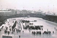 I 1952  åpningssermonien av OL fant sted. Her et postkort fra Bislett som viser begivenheten. Youth Olympic Games, Winter Olympics, Winter Sports, Oslo, Bandy, Norway, Paris Skyline, Beach, Water