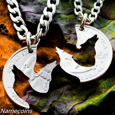 Wolf Necklace Howling Wolves Jewelry Interlocking por NameCoins