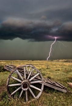 Lightning @ Old Prairie Wheel Cart Nature Pictures, Cool Pictures, Cool Photos, Beautiful Pictures, Storm Pictures, Wild Weather, Thunder And Lightning, Lightning Storms, Storm Clouds