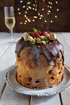 Panettone stuffed with nougat tiramisu cream on We Heart It Christmas Catering, Christmas Desserts, Christmas Treats, Pan Dulce, Gateaux Cake, Xmas Food, Cute Cakes, Sweet Bread, Chocolate Recipes
