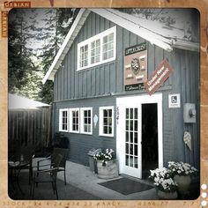 Upper Crust Cafe ..best coffee and cinnamon buns!!  Halfmoon bay BC. - Great shot & image treatment