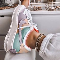 Image discovered by Ola Kogut. Find images and videos about shoes nike and colo Trendy Outfits Nike Air Force Ones, Nike Shoes Air Force, Nike Air Force 1 Outfit, Moda Sneakers, Shoes Sneakers, Nike Shoes Outfits, Cool Nike Shoes, Af1 Shoes, Gym Outfits