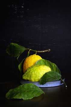 Lemons whether you use them in the form of juice, teas, drinks, dressing, poultices or in the bath, take advantage of lemons' natural healing power.