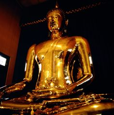 Buda de Oro del templo Wat Traimit en Bangkok