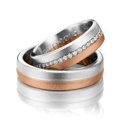 O banda din aur alb si una din aur roz delimitate de un santulet sau de o banda formata din pietricele de zirconiu sau diamant formeaza verighetele ATCOM Lux AURORA. Aur, Couple Rings, Rings For Men, Silver Rings, Wedding Rings, Engagement Rings, Jewelry, Clock, Rings