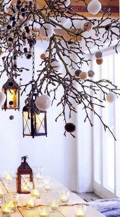 Décoration Noël suspension branchage et guirlande pompons