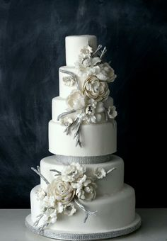 Such a beautiful winter-inspired cake!