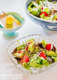 Recept: Youshoku salade met shiso en gember | Proef Japan Edamame, Cobb Salad, Spaghetti, Food, Tomatoes, Meal, Essen, Hoods, Meals