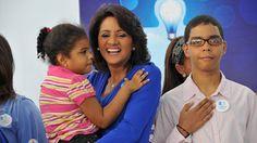 Armario de Noticias: Primera Dama llama iluminar de azul por conciencia...
