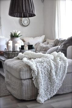 Home Design Ideas - idee arredamento casa Cozy Living Rooms, Living Room Grey, Home And Living, Living Room Decor, Living Spaces, Grey Room, Living Area, Apartment Living, Interior Simple
