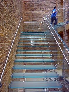 The glass staircase. Luxury Staircase, Grand Staircase, Staircase Design, Balcony Railing Design, Stair Railing, Railings, Glass Building, Building Design, Steel Stairs Design