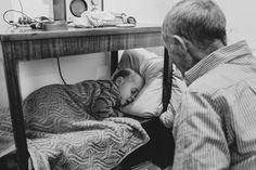 To dziadek, jakiego każdy chciałby mieć. Polka z ukrycia robi zdjęcia swojemu tacie z wnukami