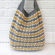 Stripy market bag. Download this free pattern at allcrochetpatterns.net