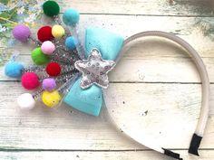 Headband Crafts, Headbands, Ribbon Hair, Hair Bows, New Year Hairstyle, Act For Kids, Halloween Sewing, Santa Crafts, Diy Crown