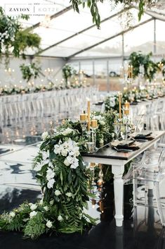 4 Hottest Summer Wedding Color Combos To Rock Summer Wedding Color Combos To Rock Green And White Green Gold Weddings, Green Wedding, Wedding Gold, Wedding Black, Wedding Reception, Trendy Wedding, Wedding Tables, Farm Wedding, Gay Wedding Flowers