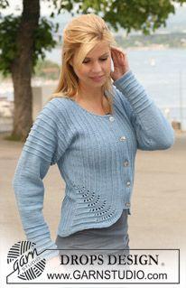 """DROPS jakke med hulmønster strikket fra side til side i """"Karisma"""". Str S til XXXL. ~ DROPS Design"""