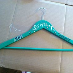Painted hanger Cheerleading, this would be a cute team cheer craft idea Cheer Camp, Cheer Coaches, Cheer Dance, Team Cheer, Cheer Gifts, Team Gifts, Cheer Treats, Just Dance, Dance Moms