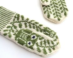 Ravelry: Grey Eyed pattern by Rebecca Tsai Knit Mittens, Knitted Gloves, Baby Knitting Patterns, Crochet Patterns, Knitting Club, Athena Goddess, Learn How To Knit, Stuff And Thangs, Hand Warmers