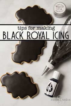 Making black royal icing can be such a pain! Here are my tips on how to make black royal icing (without using a whole bottle of food coloring! Icing Frosting, Cookie Frosting, Frosting Recipes, Royal Icing Recipes, Best Royal Icing Recipe For Cookies, Cookie Decorating Icing, Fancy Cookies, Iced Cookies, Sugar Cookies