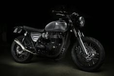 The Triumph Bonneville motorcycle called Yunque is a personalized motorcycle with pieces manufactured by hand by the engineers of Tamarit Motorcycles. Triumph Bonneville T120, Triumph Scrambler, Street Scrambler, Scrambler Motorcycle, Motorcycles, Jurassic World, Custom Paint, Twins, Bike