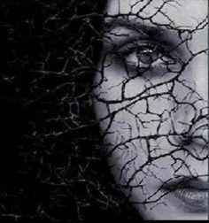 Kalbim yol geçen hanı değil / Hele yalancı mekanı hiç değil / Bu kalp bir kere sevdi ve öldü / Senin aşka dair sözlerin bu kalbi diriltmeye muktedir değil …!!  < Kayıp Şehir >
