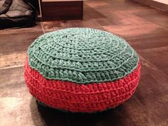 My first attempt to crotchet: Zpagetti pouf poef