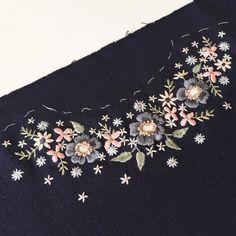 343 отметок «Нравится», 23 комментариев — Masha Bushina (@masha_bushina) в Instagram: «Поглотила меня вышивка... и получилась цветочная россыпь на платье. Ткани у меня было немного,…»