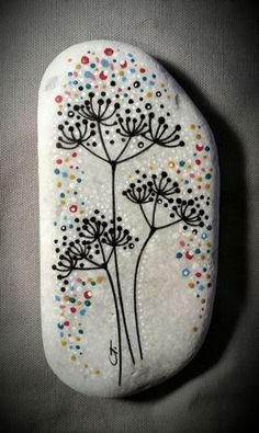Hand decorated with Stabilo OHPen Universal Permanent Black, Pilot Super Color White and with . Hand decorated with Stabilo OHPen Universal Permanent Black, Pilot Super Color White and with . Rock Painting Ideas Easy, Rock Painting Designs, Paint Designs, Painting Tips, Painting Art, Pebble Painting, Pebble Art, Stone Painting, Stone Crafts