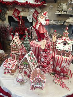 Gingerbread Christmas Decor, Candy Land Christmas, Cute Christmas Decorations, Gingerbread House Parties, Gingerbread Decorations, Christmas Tree Themes, Gingerbread Houses, Christmas Mood, Noel Christmas