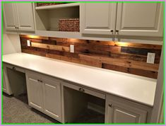 Pallet wall divider ideas stained pallet wood wall pallet kitchen cabinets beautiful pallet wood wall with Built In Desk, Wood Kitchen Cabinets, Pallet Kitchen Cabinets, Wood Kitchen, Wood Backsplash, Pallet Backsplash, Diy Countertops, Kitchen Design, Wood Pallet Wall
