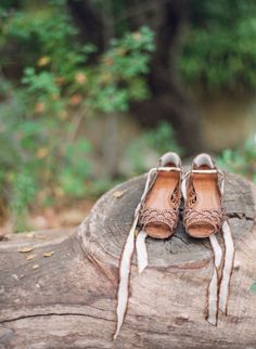 Woodland romance meets West Coast cool in this California wedding so perfectly captured by Raya Carlisle Photography. Inspired by the groom's Mexican roots and the bride's Hawaiian heritage, Joy de Vivre helped design a beautiful blend of two cultures for Boho Wedding Shoes, Wedding Heels, Bridal Shoes, Carlisle, Santa Barbara, Cinderella Slipper, Lace Heels, Pretty Shoes, Boat Shoes