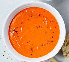 Hot 'n' spicy roasted red pepper & tomato soup